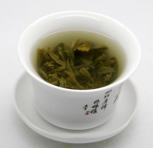 冲泡好的纯罗布麻茶汤色